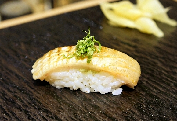 鮨十兵衛壽司22比目魚鰭邊肉