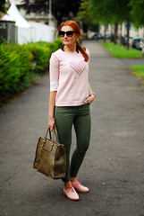 Pink motif sweater & brogues with olive skinnies