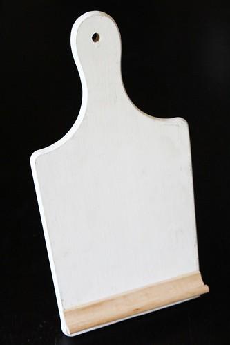 diy: cutting board recipe holder
