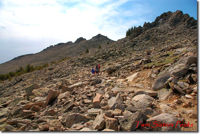 剛出森林線仰望Twin Sisters山頂