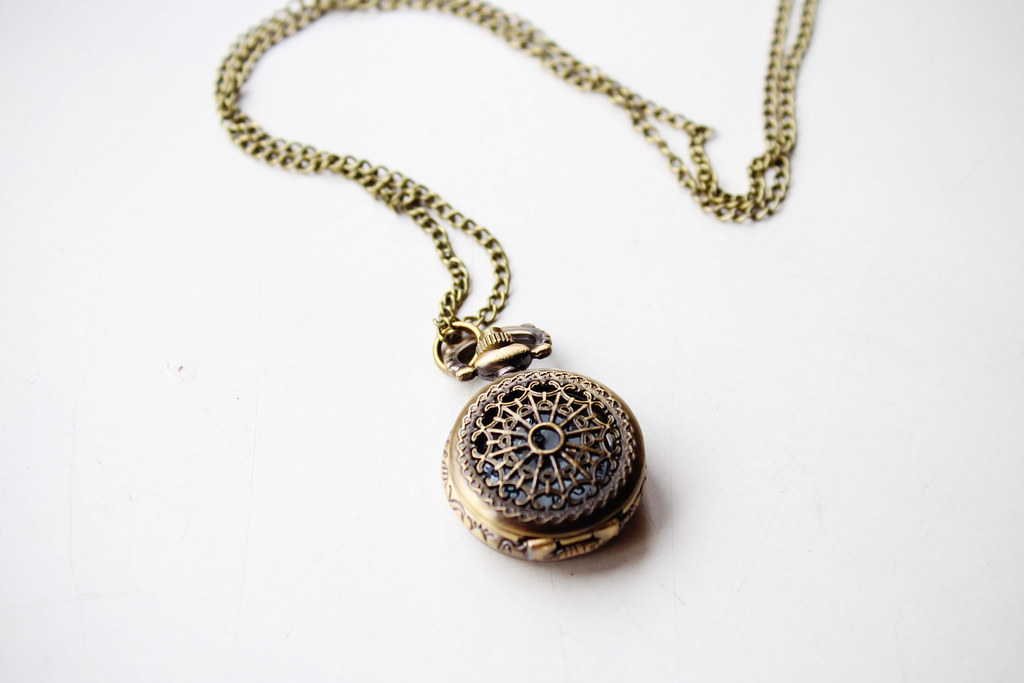 Fashion-bloggers-review-on-items-accessories-bought-on-Ebay-necklace