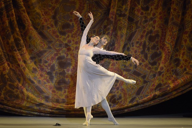 Viktoria Tereshkina as Juliet and Vladimir Shklyarov as Romeo in Romeo and Juliet © Valentin Baranovsky