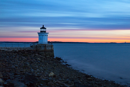 dawn harbor buglight portlandharbor sunrise autumn longexposure portland maine southportland buglightpark civiltwilight goldenhour sky ocean rpg90901 canon 6d canonef2470mmf28liiusm filter neutraldensity lee bigstopper nd10 lighthouse seashore coast water sea clouds seascape vle