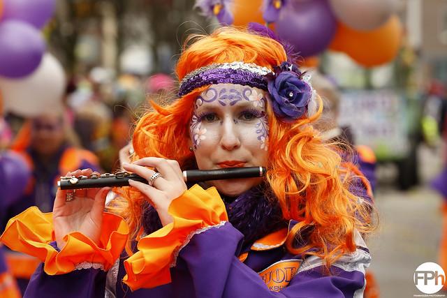 Colourful flutist