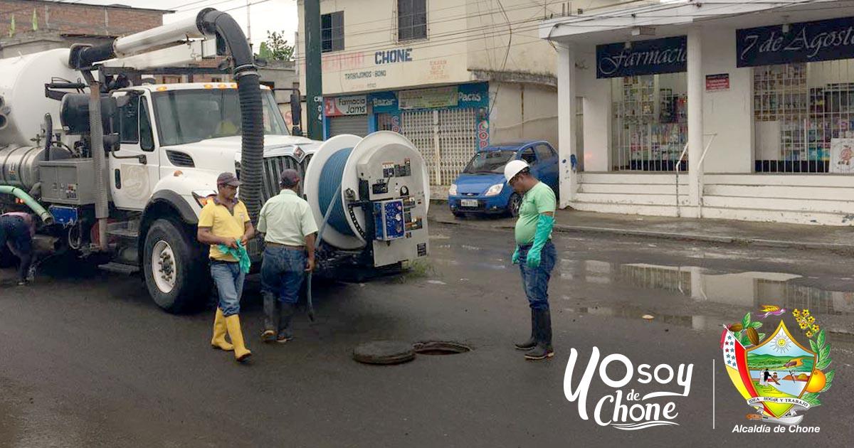 Aguas del Chuno realizó limpiezas en alcantarillas de aguas servidas en avenida Amazonas