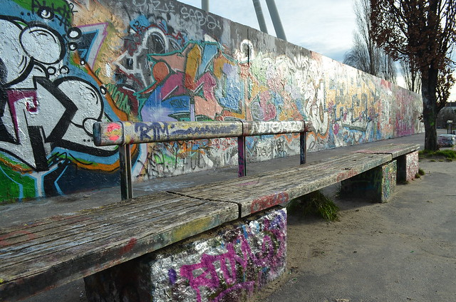 Mauerpark Berlin_graffiti wall and bench