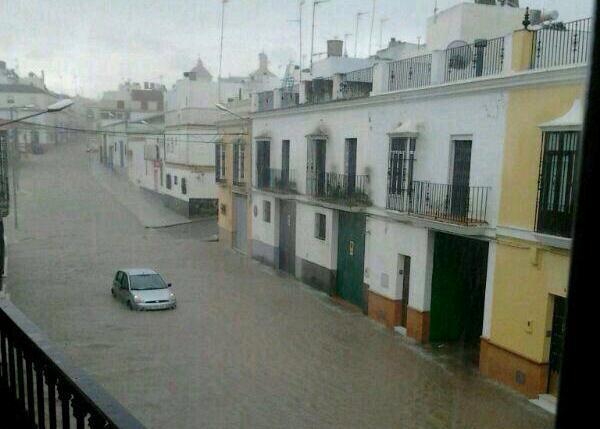 AionSur 13590129403_a0cfcfc6f9_o_d 50 litros por metro cuadrado en una hora provocan inundaciones en calles de Arahal y Paradas Medio Ambiente Paradas Sin categoría inundaciones Paradas