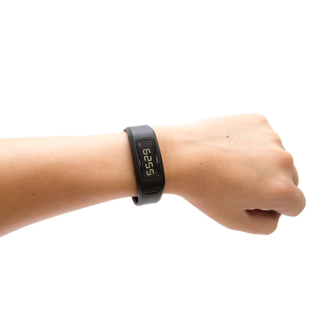 Garmin VivoFit 健康手環 (1) 開箱與拆拆 @3C 達人廖阿輝