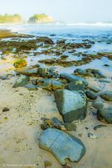 Bebatuan Tepi - Klayar Beach - Pacitan Indonesia