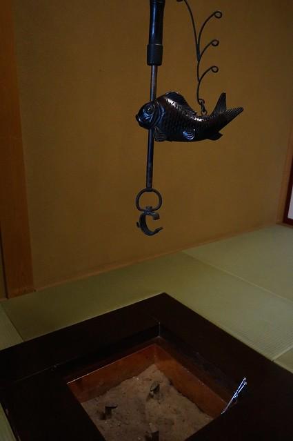 客室の囲炉裏_DSC00698