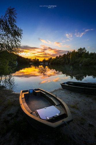 longexposure sunset sun lake clouds sunrise canon amazing raw couleurs lac auvergne clermontferrand chainedespuys arverne loubignac rawvergnat natureeventscornetericrawvergnatglainemontaigutdomainedaimcerfsunsetetangleseauxbleuesreflets