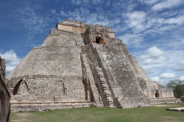 Uxmal, Pyramid of the Magician by CC user azwegers on Flickr