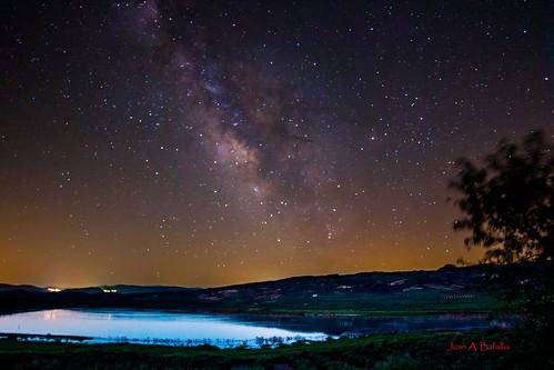 La Vía Láctea sobre la laguna