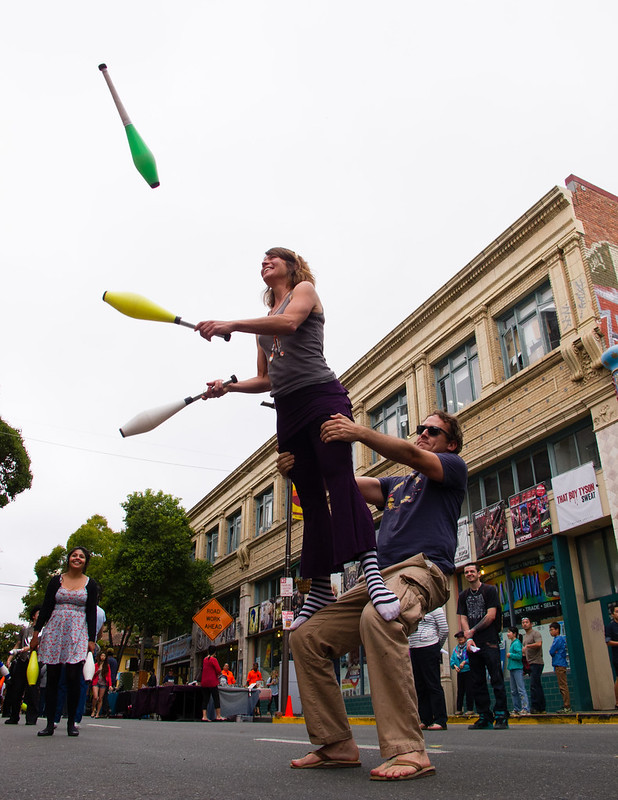 Acrojuggling at Sundays on Telegraph
