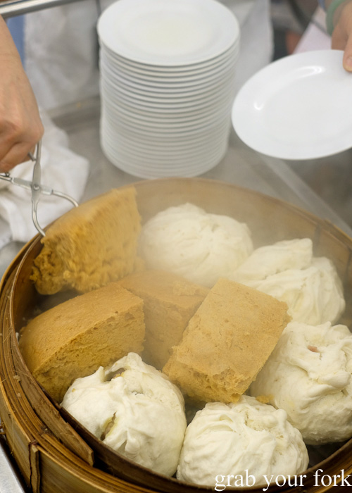 Steamed sponge cake and buns at Lin Heung Tea House, Hong Kong