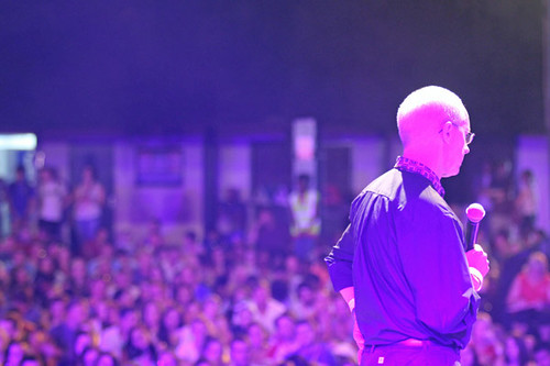 Archbishop_Justin_onstage_during_evening_worship_with_4000_young_people_attending_Soul_Survivor_festival