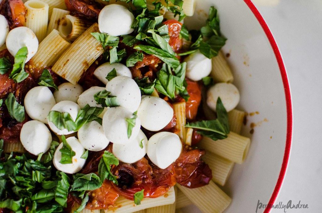 Easy Caprese Pasta | personallyandrea.com