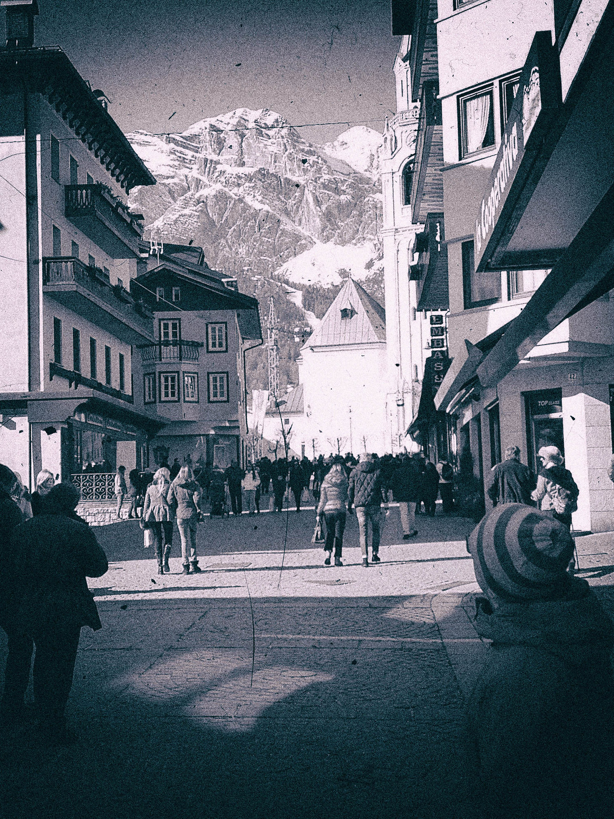 Cortina`d'Ampezzo ja taustalla Tofana