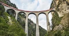 Vlakem na nejkrásnější vlakové trati Švýcarska (prodloužený víkend)