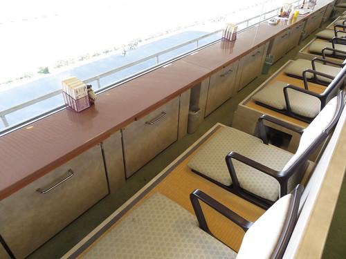 佐賀競馬場のロイヤル席の一列目