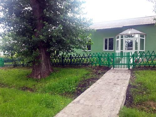 Гостиница №2 при втором комплексе, рядом церковь Михаила Архистратига