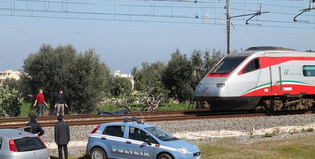 suicidio polignano treno