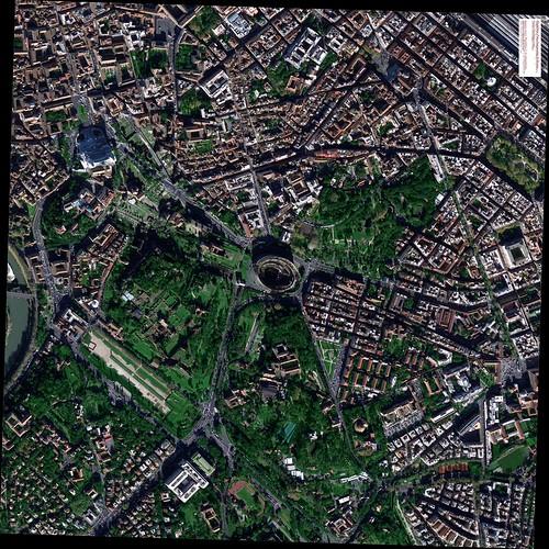 ROMA ARCHEOLOGIA: CENTRO STORICO  e I FORI IMPERIALI (2012), in: GEOSAGE   DIGITAL GLOBE (2013) [4600 x 4600   6.7 mb].