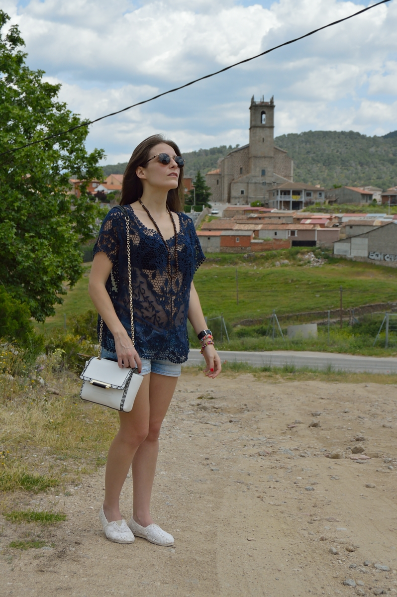 lara-vazquez-madlula-blog-fashion-blue-lace-denim-white-espadrilles