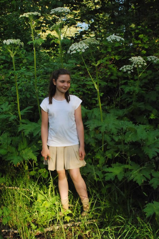 girl under cow parsnip