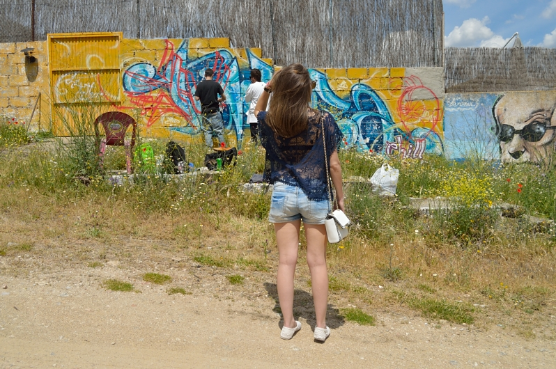 lara-vazquez-madlula-blog-fashion-look-spring-graffiti