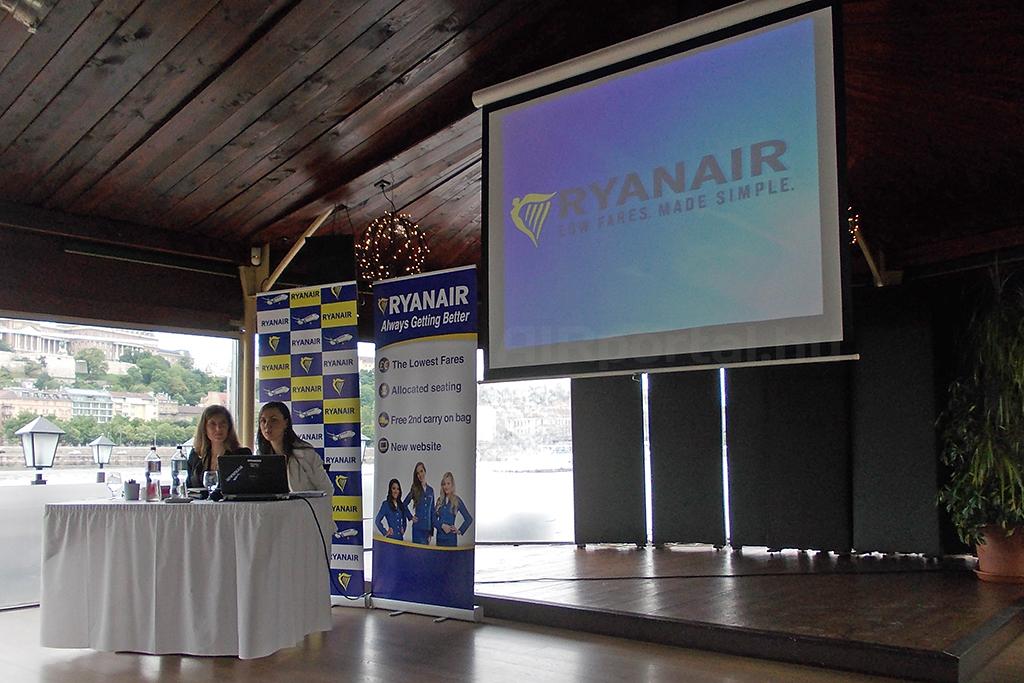 A Ryanair értékesítési és marketing munkatársai, Katarzyna Gaborec és Klaudia Kałążna ma Budapesten. (Fotó: Rimóczi Roland - AIRportal.hu) | © AIRportal.hu
