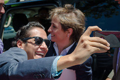 Solo quería una selfie con Carmen Aristegui, acabó con beso en la mejilla ④