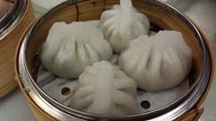 steamed rice(0.0), shumai(0.0), dim sum food(1.0), nikuman(1.0), mongolian food(1.0), siopao(1.0), cha siu bao(1.0), xiaolongbao(1.0), mandu(1.0), baozi(1.0), momo(1.0), food(1.0), dish(1.0), dumpling(1.0), jiaozi(1.0), buuz(1.0), khinkali(1.0), cuisine(1.0),