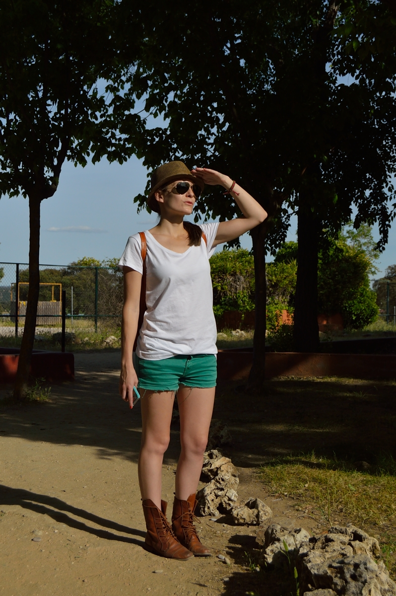 lara-vazquez-madlula-blog-safari-fashion-look-white-green