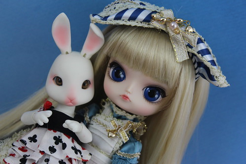 Alice & White Rabbit