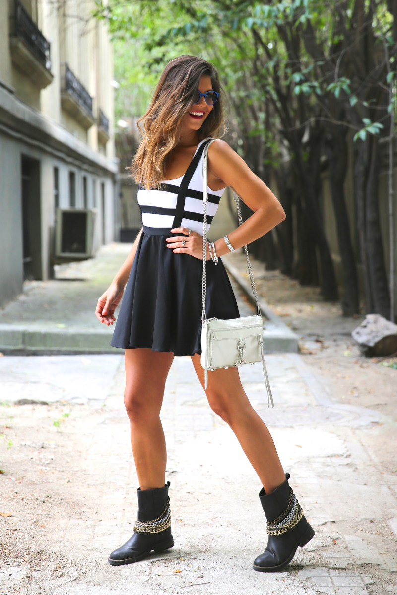 trendy_taste-look-outfit-street_style-ootd-blog-blogger-fashion_spain-moda_españa-natalia_cabezas-rocky-botas_moteras-steve_madden-silver_bag-bolso_plata-transition-vestido_rayas-striped_dress-9