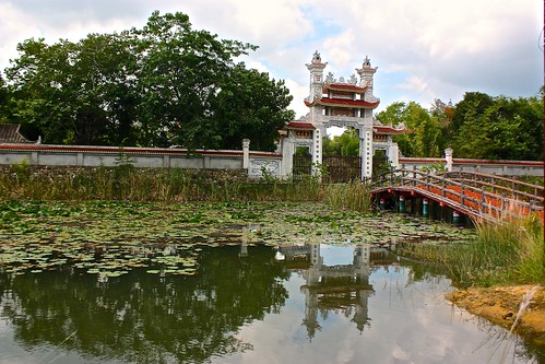 entrance to the Vietnamese temple