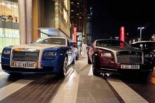 Dubai Mall luxury cars