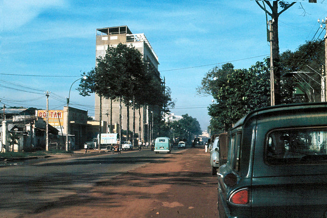 Saigon 1965 - Đường Trần Hưng Đạo - Hãng gạch bông ĐỜI TÂN, KS VICTORIA