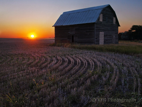 sunset abandoned rural countryside sundown dusk farm country farming rustic sunsets row rows frame northdakota nd western ghosttown weathered agriculture derelict agricultural stubble sioux weatherbeaten cartwright greatplains northernplains mckenziecounty