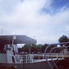 Hello there blue sky! We\'ll have dry conditions for the next several hours. #belmontharbor #sailing #chicago