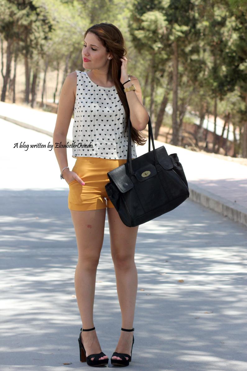 shorts-naranjas-OASAP-y-camisa-de-corazones-heelsandroses--(8)