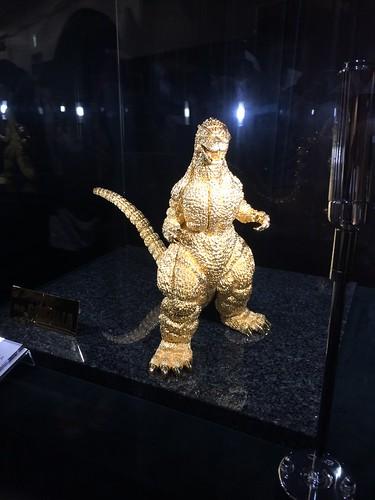 純金製ゴジラ