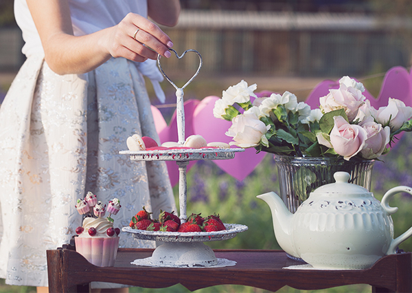 strawberries, macaroons, happy birthday, fashion blog, אפונה בלוג אופנה, תותים, מקרונים, יומולדת