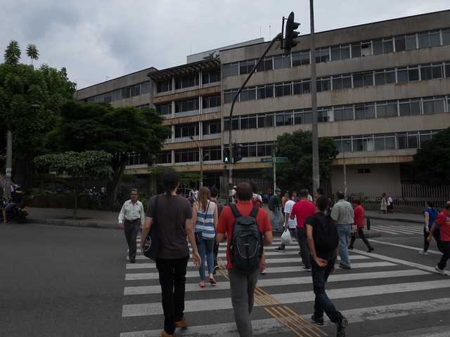 Electronic crosswalk signals are few and far between (photo: David Lee)