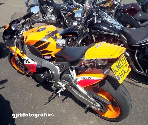 Modern & Vintage Motorbikes (Motorcycles)