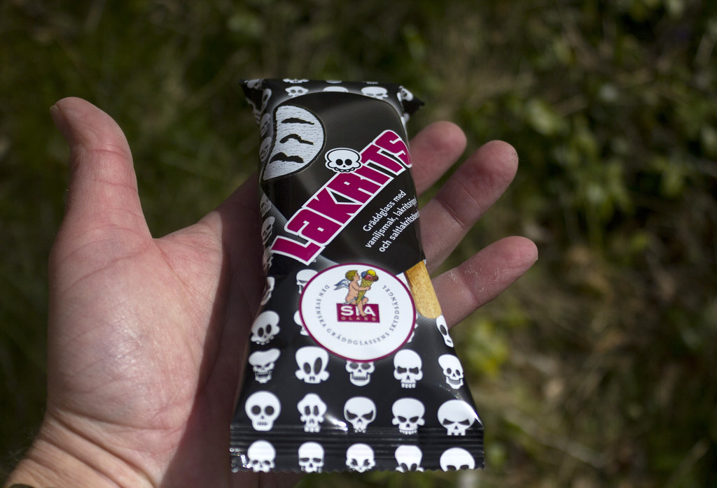 Licorice icecream (with skulls)