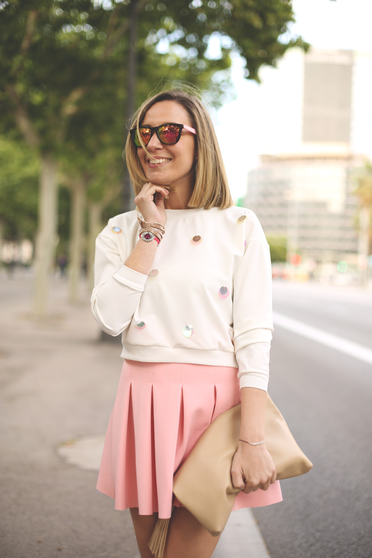 Fashion blogger, pink skirt, blonde girl, spanish blog, street style, barcelona, white sandals, swarovski,