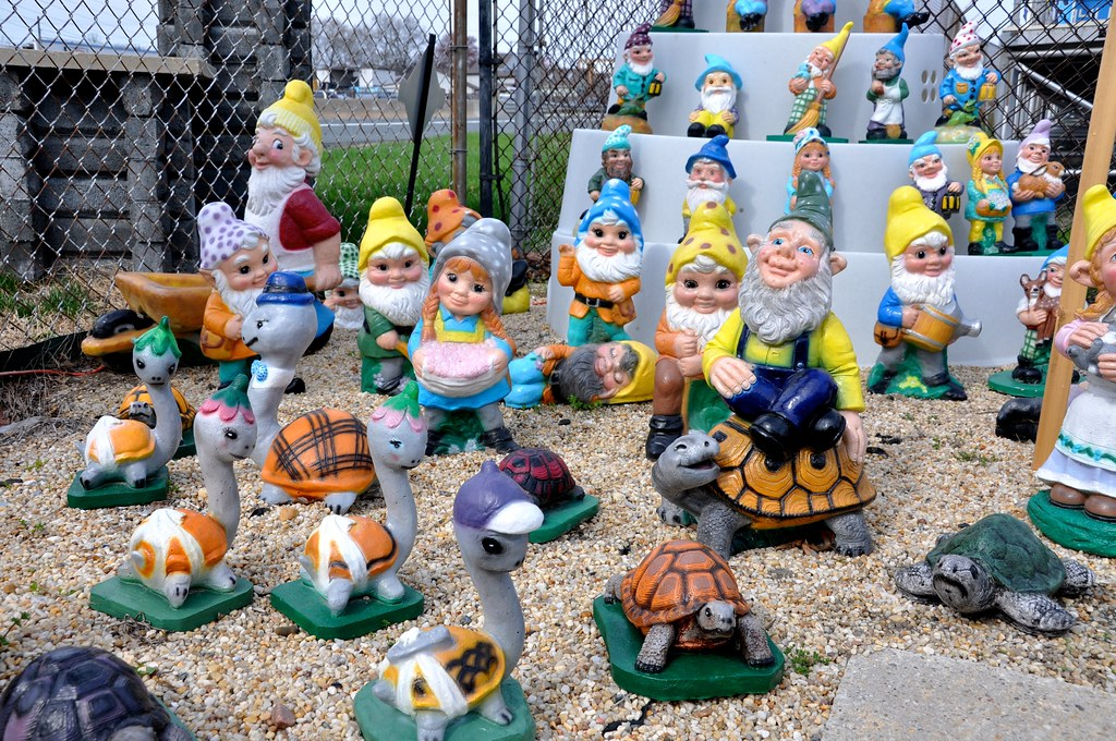 Lawn Ornaments Kitsch - Pat's Concrete Products - White Marsh, MD - STILL OPEN! 2016!