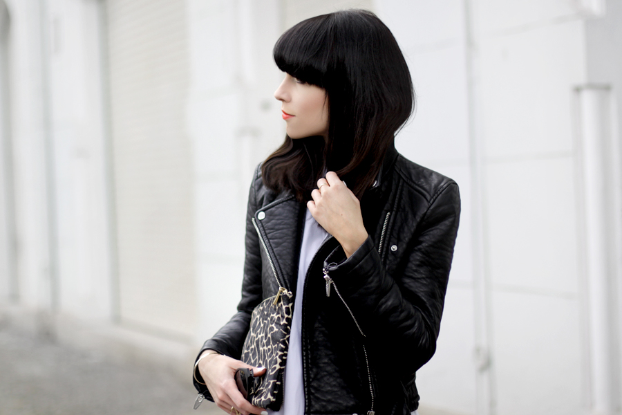 Black and White clear clean French Frenchie outfit OOTD styling leather biker animal clutch Sacha x Fashionchick summer heels fashionblogger Berlin German blogger Ricarda Schernus 2